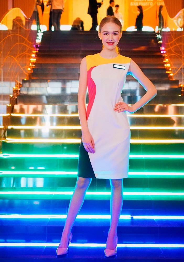 - Форма промо-персонала  - Многоцветная подсветка лестницы светодиодной лентой Lightstar LED Strip в цветах конференции